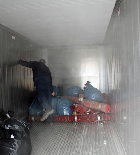 Anticimex har en rekke containere som står klare til å ta imot skadedyrinfesterte klær og møbker, som her på Lørenskog utenfor Oslo. Foto: Anticimex/Newswire