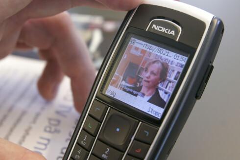 RASKERE: Det mobile nettet ble raskere og raskere, og til slutt begynte NRK å eksperimentere med TV på mobilen. Her er løsningen NRK Beta prøvde ut i 2004.  Foto: Per Ervland
