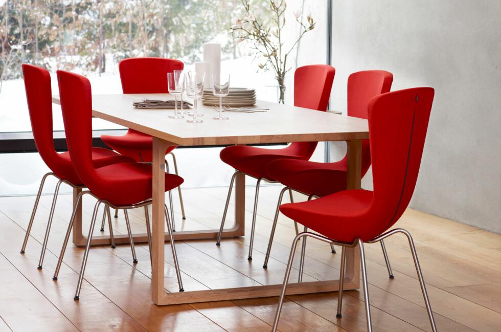 Olav Eldøy for Variér har resultert i flere prisbelønte møbler. Den nyeste, vippestolen Invite, fikk Merket for god design i dag.  Foto: Variér