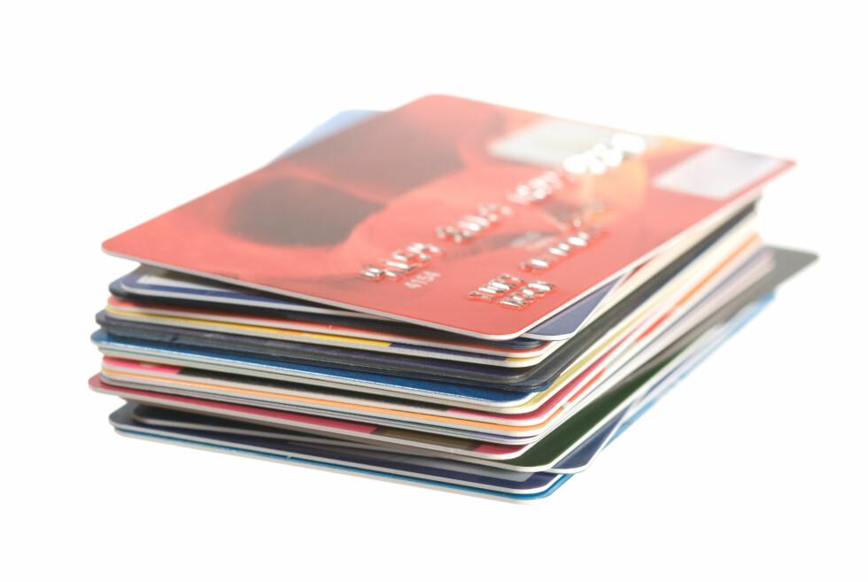 Menn drar kredittkortet oftere, og er mindre redd for inkassovarsler enn kvinner, viser fersk spørreundersøkelse. Foto: COLOURBOX.COM