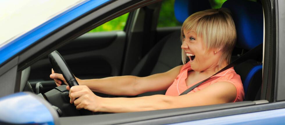 TRÅKKER PÅ FEIL PEDAL: Kvinner roter mer med pedalene enn menn, viser en amerikansk undersøkelse. Men menn er generelt mer involvert i ulykker. Foto: colourbox.com