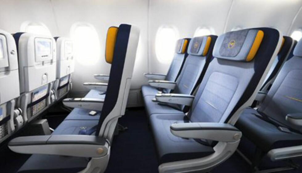 Ikke fullt så god boltreplass på økonomiklasse. Foto: Lufthansa