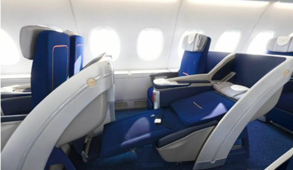 Businessklassesetene kan gjøres om til tilnærmet flate senger. Foto: Lufthansa