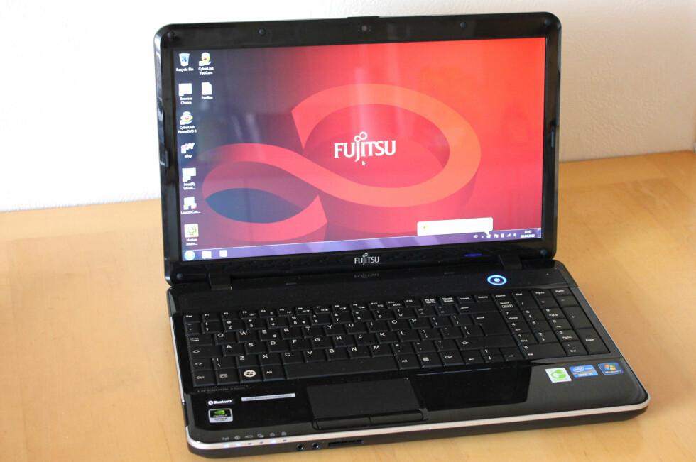 Fujitsu Lifebook AH531 er et fornuftig valg. Spesielt hvis du er opptatt av god batterilevetid og lav støy. Foto: Bjørn Eirik Loftås