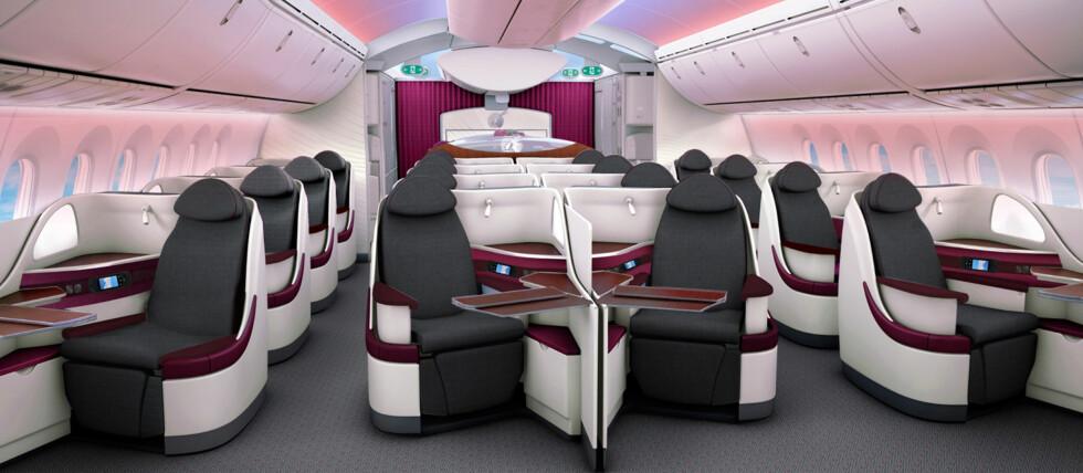 VERDENS NYESTE FLY: – Når vi nå snart får våre første Boeing 787-maskiner, er vi glade for å kunne tilby en helt ny opplevelse for våre passasjerer i våre nye flyseter – på verdens nyeste fly. Plass, komfort og et unikt underholdningstilbud for våre passasjerer er viktige sider ved vår nye Boeing 787, sier Akbar Al Baker, administrerende direktør i Qatar Airways, i pressemeldingen Foto: Qatar Airways