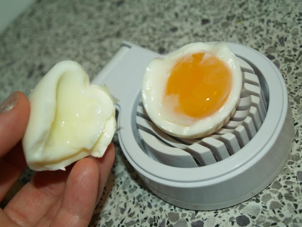 Slik så egget ut etter fem minutter i mikrobølgeovnen.  Foto: Berit B. Njarga