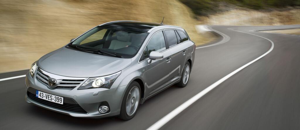 Oppdaterte Avensis gjør det bra og hjelper Toyota fremover på salgsstatistikken