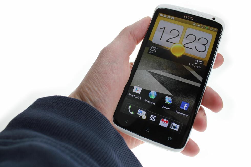 GOD MOBIL: HTC One X er solid, rask, pen og morsom. Så mye mer kan vi ikke be om. Bortsett fra bedre batteri, da.  Foto: Ole Petter Baugerød Stokke