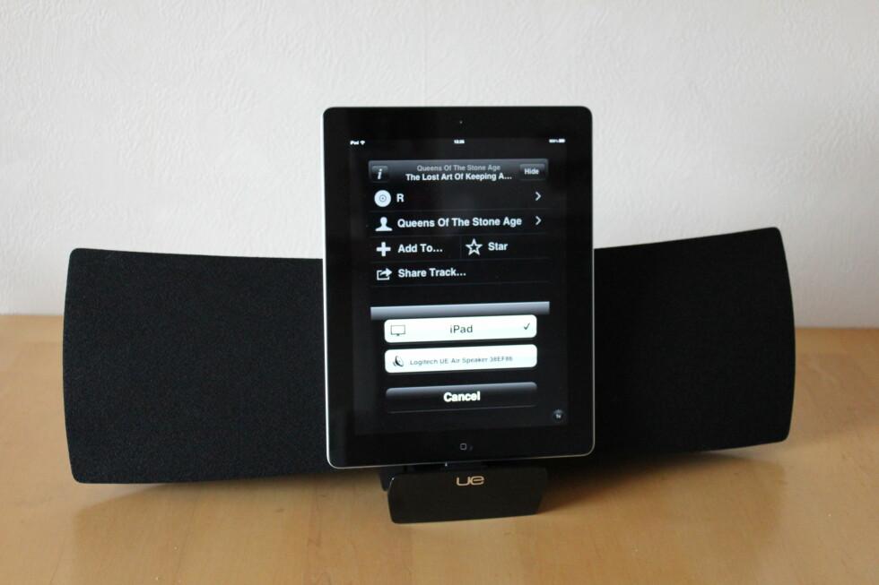 Med en iPad, iPhone eller iPad paret med Logitech UE Air Speaker, har du et komplett stereoanlegg anno 2012. Foto: Bjørn Eirik Loftås
