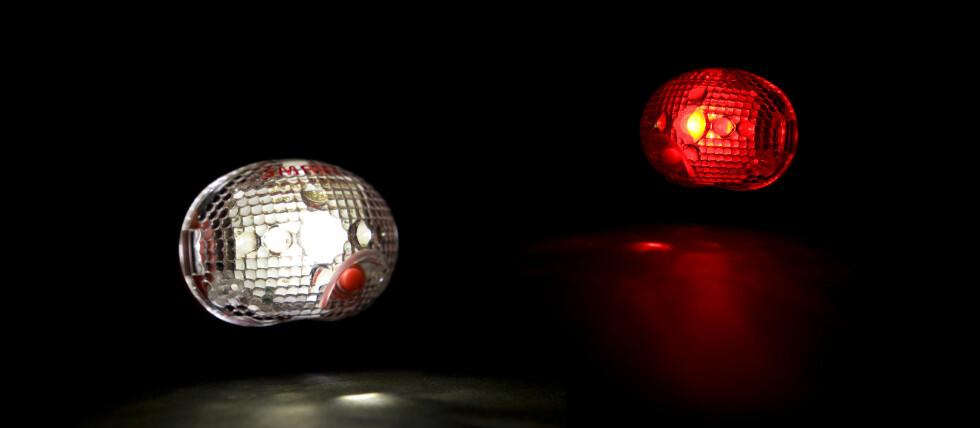 Det er lov å ha blinkende lys foran på sykkelen, men det skal blinke minst 120 ganger i minuttet - altså to ganger i sekundet, ifølge Vegvesenet. Foto: Colourbox