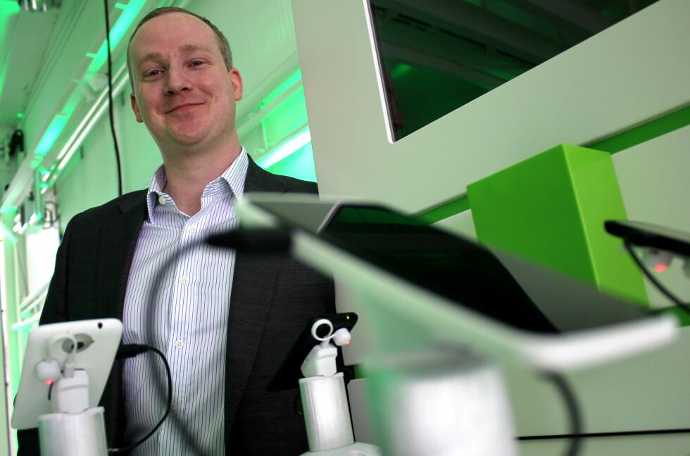 SNAKKER UT: HTCs ingeniør har et svar på det meste. Også om de nye HTC One-modellene.  Foto: Ole Petter Baugerød Stokke