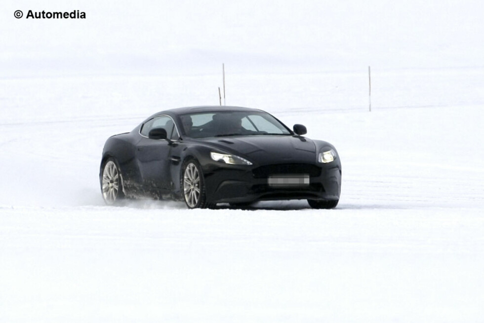 Her har Automedia knipset en Aston Martin som hittil har vært ukjent for oss - det er sannsynligvis etterfølgeren til Aston Martin DB9. Blir det DB10?