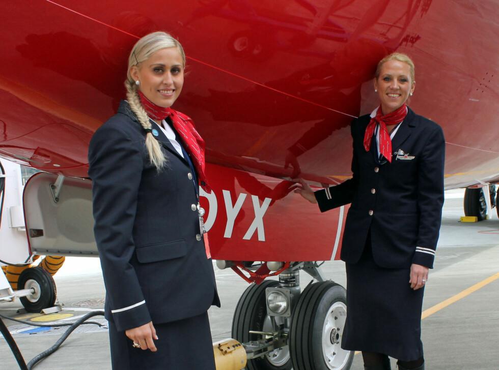 Helene Cecilie Sandberg og Mona Haug er begge flyvertinner i Norwegian. Foto: Silje Ulveseth