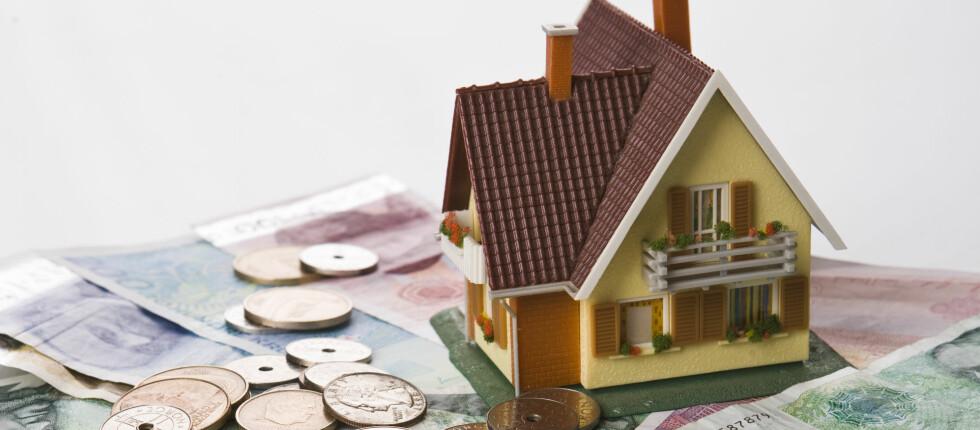 STOR UTGIFTSPOST: Boliglånet er den største faste utgiftsposten for de fleste. Kanskje den kan bli mindre hvis du bytter bank? Foto: COLOURBOX