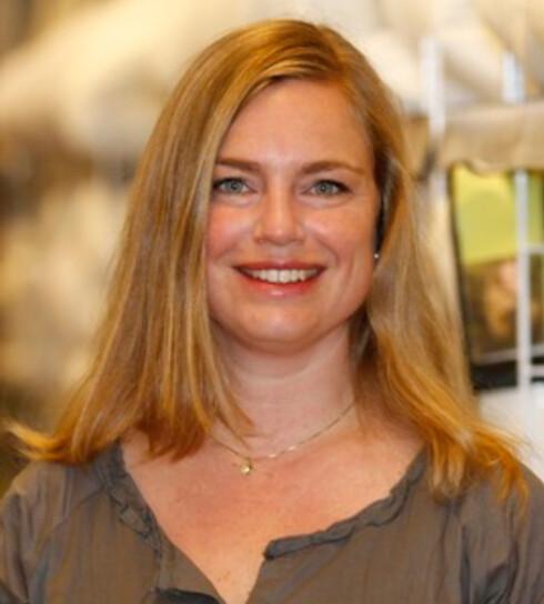 Ifølge Kristin Haug Merkesdal i Jysk bør du vaske puten minst fire ganger i året om du er allergisk.  Foto: Jysk