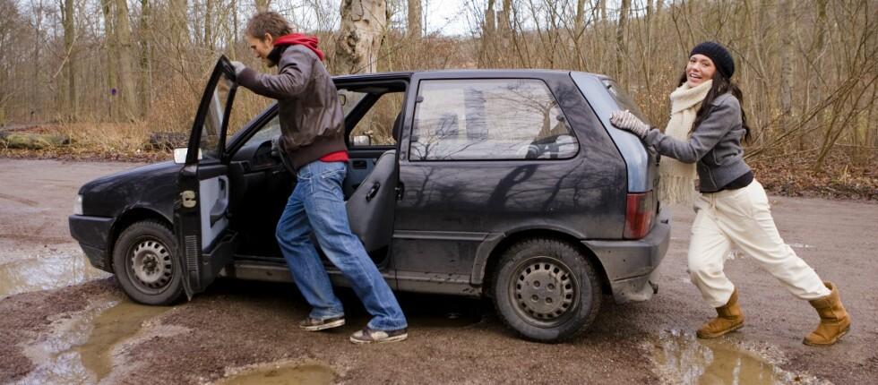 Fortjener ikke bilen lenger at du spanderer årsavgift på den? Vraking innen 20. mars sparer deg for avgiftskronene, i tillegg til at du får vrakpant. Foto: COLOURBOX.COM