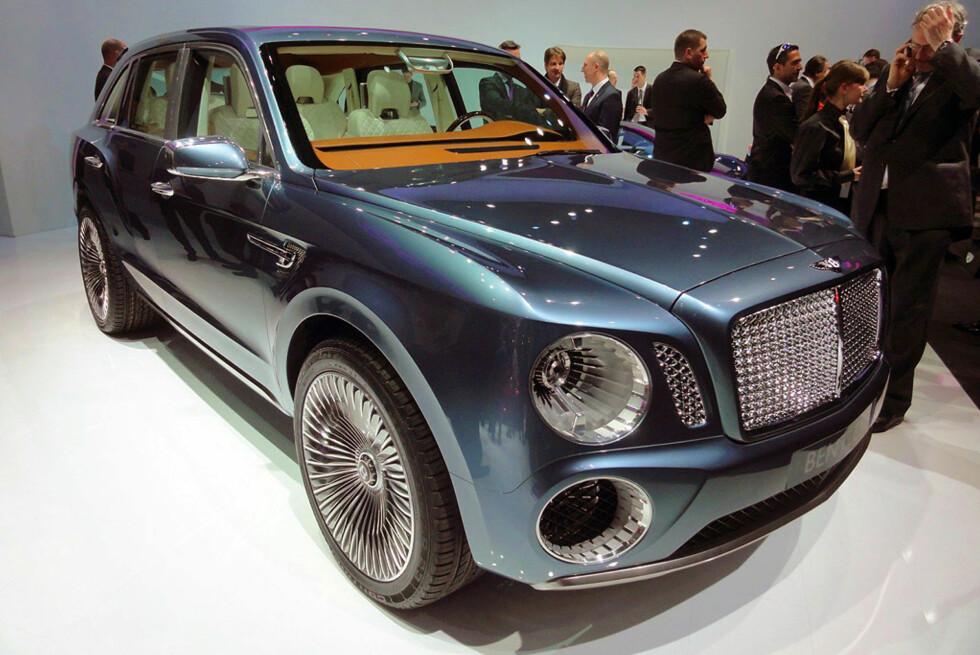 Genève 2012 byr på mye nytt. Denne, for eksempel, skal ta rotta på Range Rover Sport & Co, hvis folkene i Bentley får det som de vil. Vakkert? Tja... Navnet er i hvertfall Bentley EXP 9 F. Mer om denne et annet sted på dette nettstedet. Foto: Fred Magne Skillebæk