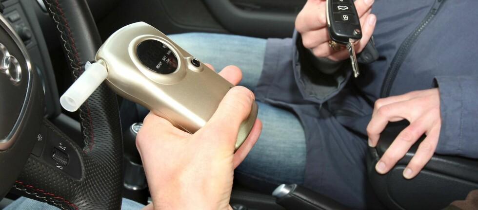 Promillemålere kommer i mange varianter. Billigmålere blir nå påbudt for deg som skal kjøre langs franske veier. Foto: Colourbox.com