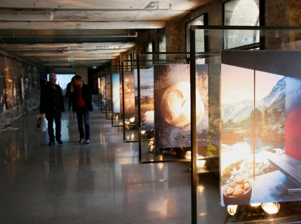 I underetasjen kan du se en fotoutstilling i regi av Mat langs nasjonale turistveger. Foto: Sebastian Berg Hestvedt