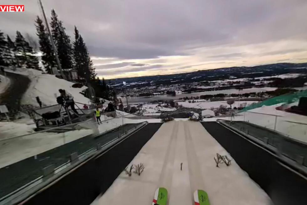 SJEKK DET SKIHOPPET! Blli med Fredrik Bjerkengen utfor kanten i skiflyvningsbakken i Vikersund - i 360 grader. Du bestemmer hvor du vil kikke. Foto: Making View
