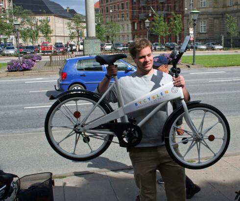 Bycyklen er gratis i København, men du trenger en 20-kroning for å få løst ut sykkelen. Den får du tilbake når du setter sykkelen på plass i et stativ, akkurat samme system som handlevogner. Foto: Silje Ulveseth