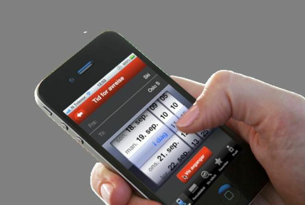 LETT Å BRUKE MOBILBILLETT: Det tyder på at togpassasjerer ikke synes det er vanskelig å kjøpe billetter fra mobilen.  Foto: NSB