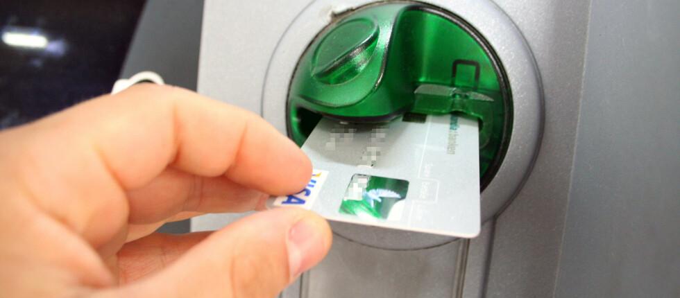 """Kommer ikke kortet dit ut igjen, er det ikke sikkert at minibanken har """"slukt"""" det. Da kan det hende det er noen som prøver å lure deg. Foto: Kim Jansson"""