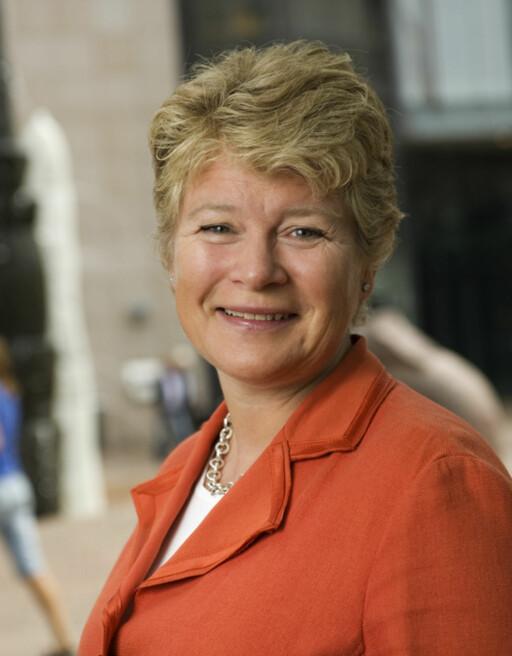 Konserndirektør i DNB Karin Bing Orgland minner kundene om de lave fastrentene. Foto: DNB