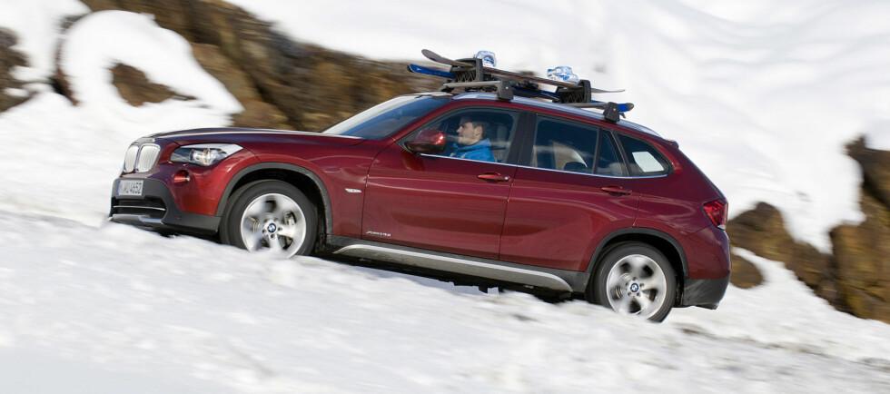 Om det kraftig økte salget av firehjulstrekkere i januar sammenlignet med tilsvarende måneder i 2011 og 2010, gjenstår å se. Men at kompakt-SUVer og crossovere er svært populære for tiden, råder det ingen tvil om. Her en BMW X1 i vinterfjellet. Foto: BMW