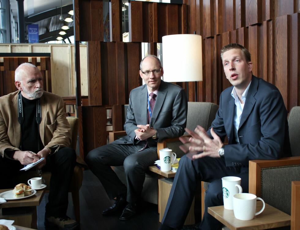 Arjan Oudejans (t.h.) er direktør i Starbucks. Ved siden av ham sitter Morten Solberg Nilsen, administrerende direktør i SSP.  Foto: Silje Ulveseth