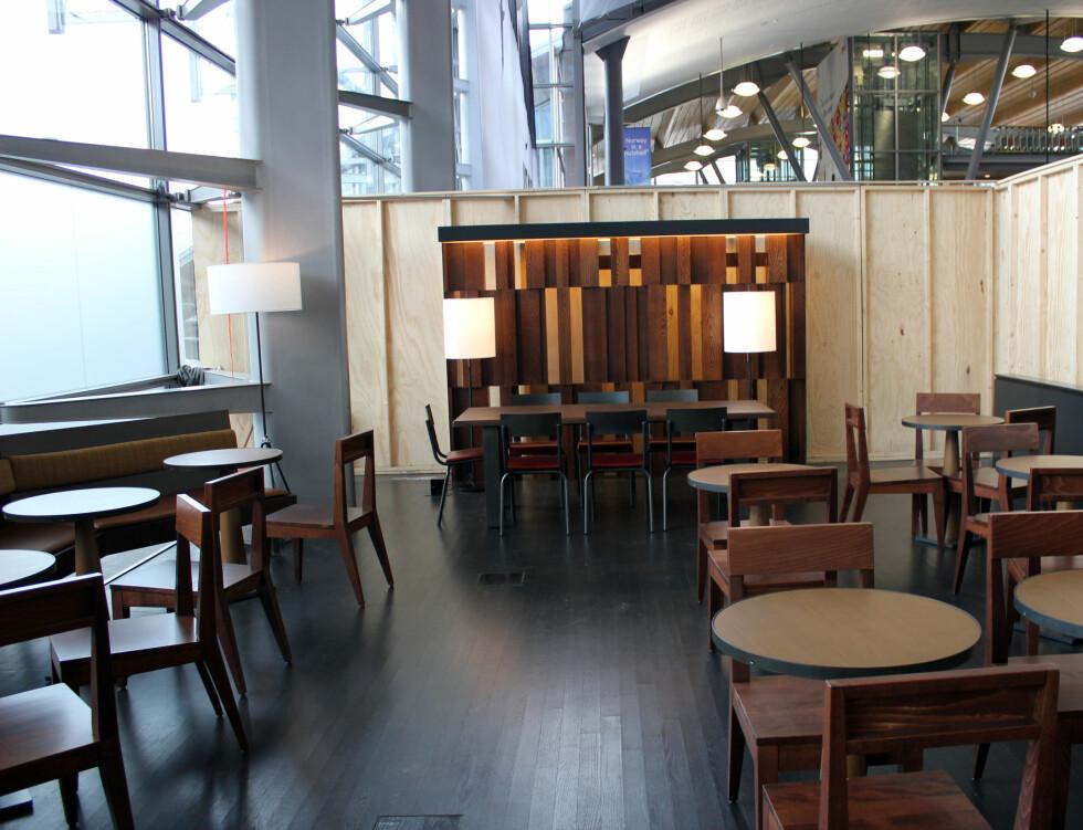 Veggene rundt Starbucks vil bli fjernet når filialen åpner på torsdag.  Foto: Silje Ulveseth
