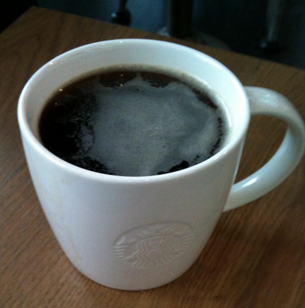 Slik ser den altså ut. Vår første Starbucks kaffe på norsk jord. Foto: Silje Ulveseth