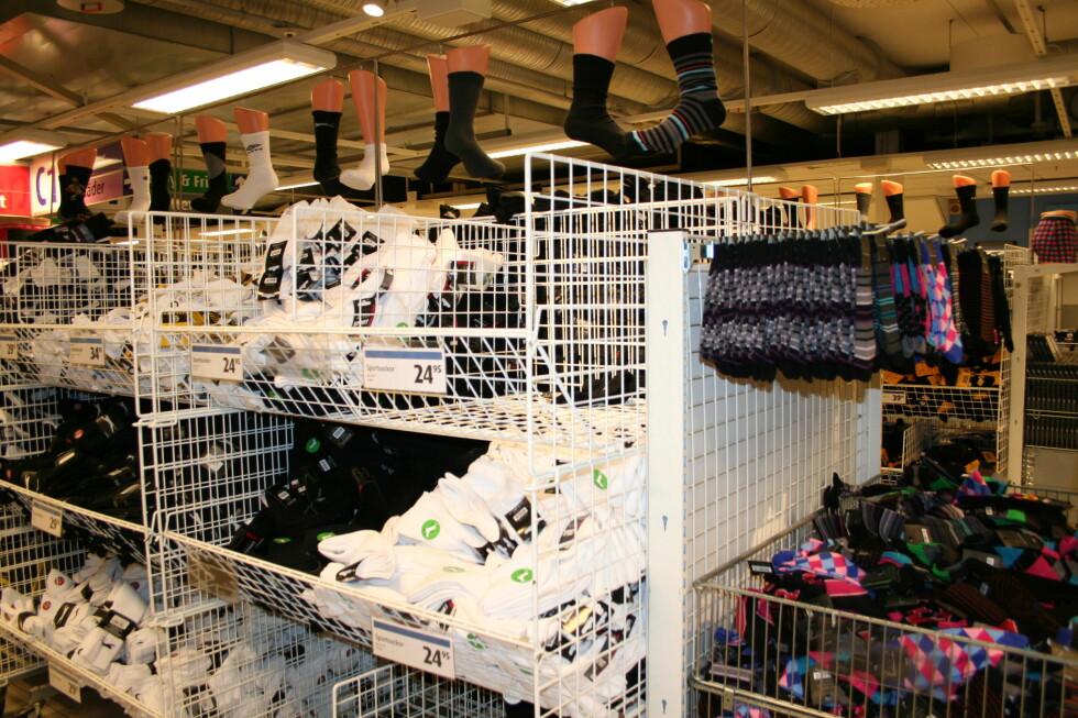<strong>Sokker er en av bestselgerne på Gekåas, og billig er det:</strong> 5-pack fra 29,95 sek. Foto: Kristin Sørdal