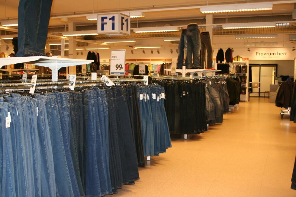 Jeans er også en bestselger, de selger 700.000 par per år. Foto: Kristin Sørdal