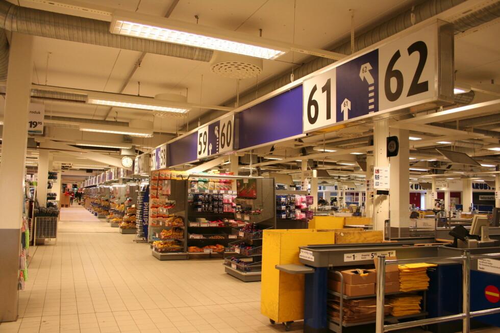 De skulle gjerne hatt 95 kasser for å ta unna køene på de travleste dagene. Foto: Kristin Sørdal