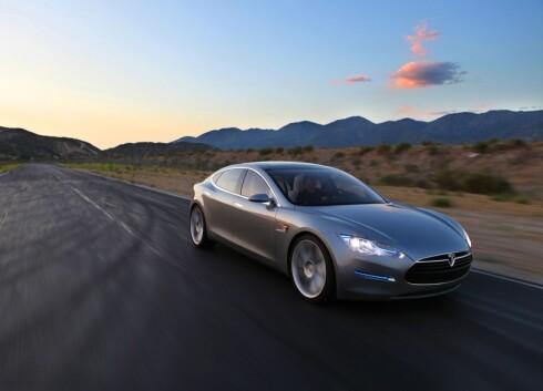 SPENNENDE: Tesla Model S blir en romslig familiebil med lang rekkevidde - kun på strøm. Foto: Tesla