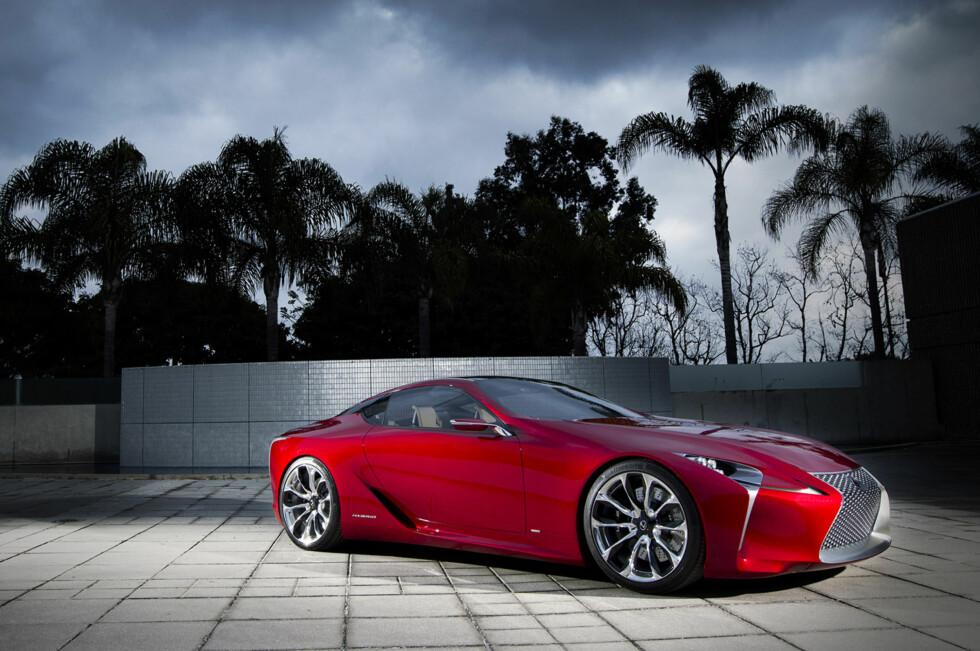 Den ble vist i Detroit tidligere denne måneden (januar 2012)og nå kan vi legge ut alle bildene samt en forklarende video. Lexus vil utfordre Mercedes, men gir også et spark til Ferrari. Designen er mildt sagt original. Foto: Lexus