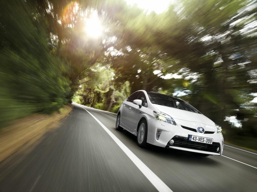 Endringene utvendig er ikke revolusjonerende, men totalt sett virker oppgraderingen av Prius for 2012 ganske så omfattende. Foto: Toyota