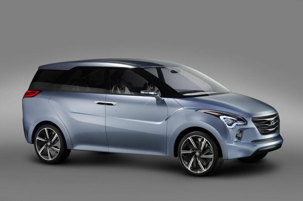 Sett fra denne vinkelen kan Hyundai Hexa Space minne litt om fleksibilen fra Peugeot, 5008. Og hele åtte sitteplasser skal den ha. Foto: Hyundai