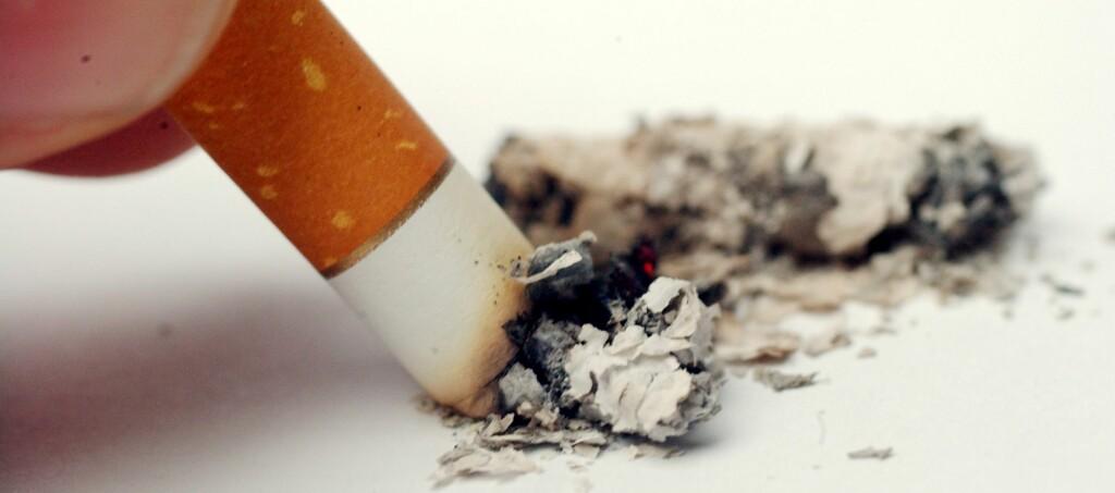 Røyker du en 20-pakning om dagen, røyker du bort 31.755 kroner i året. Foto: COLOURBOX