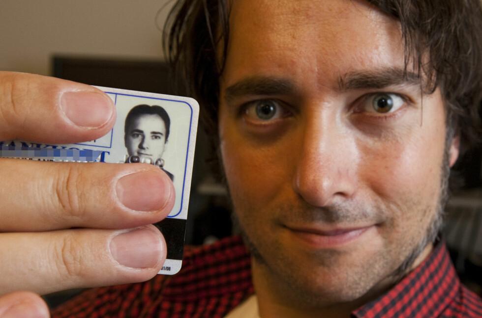 IKKE LENGER ID PÅ BANKKORTET: Banknæringen har vedtatt at bankkort om noen år ikke lenger skal være id-kort.  Foto: Per Ervland