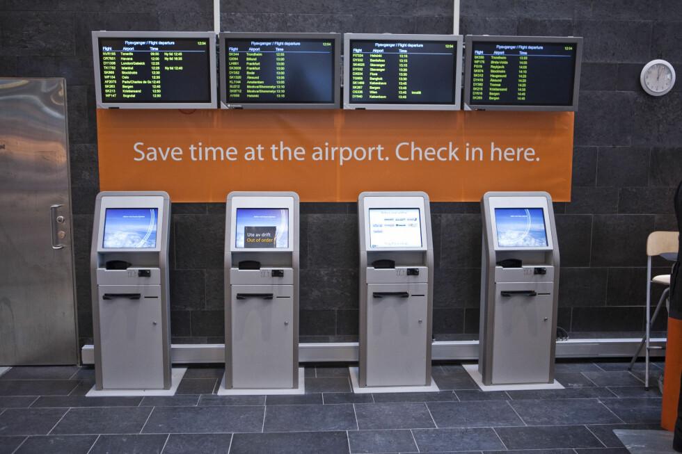 SJEKK INN PÅ OSLO S: Du kan spare mye tid ved å sjekke du inn før du tar toget til Gardermoen. Foto: Per Ervland