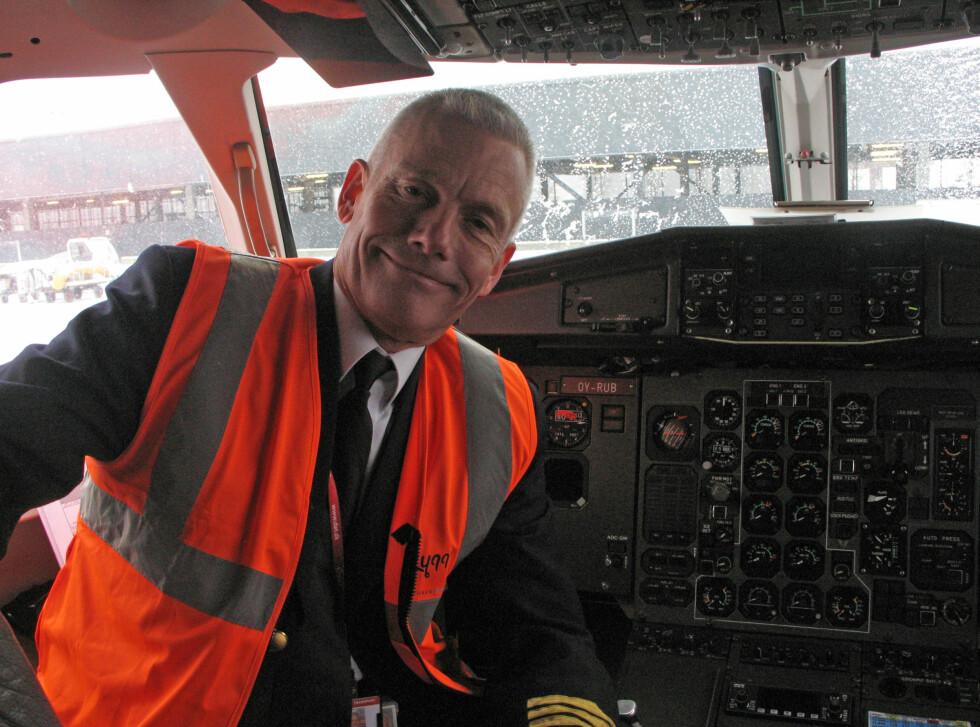 Jesper Rungholm, administrerende direktør i DAT, ønsker velkommen til nye ruter. Foto: Kristin Sørdal