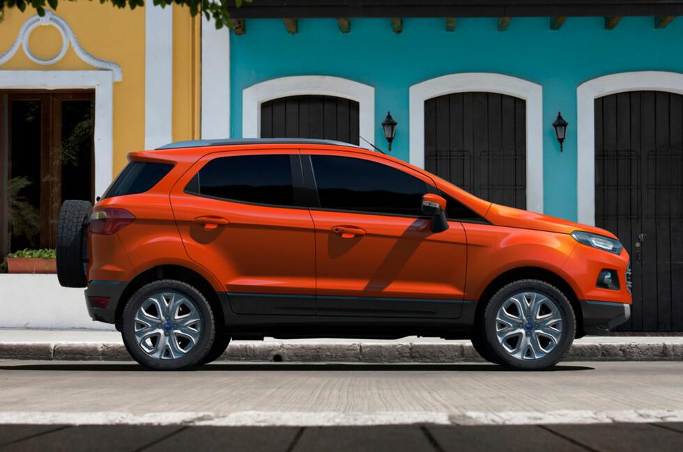 Høyreist, men stutt. Slik fremstår Ford EcoSport, som er en mini-SUV - en slags krympet Kuga. Foto: Ford
