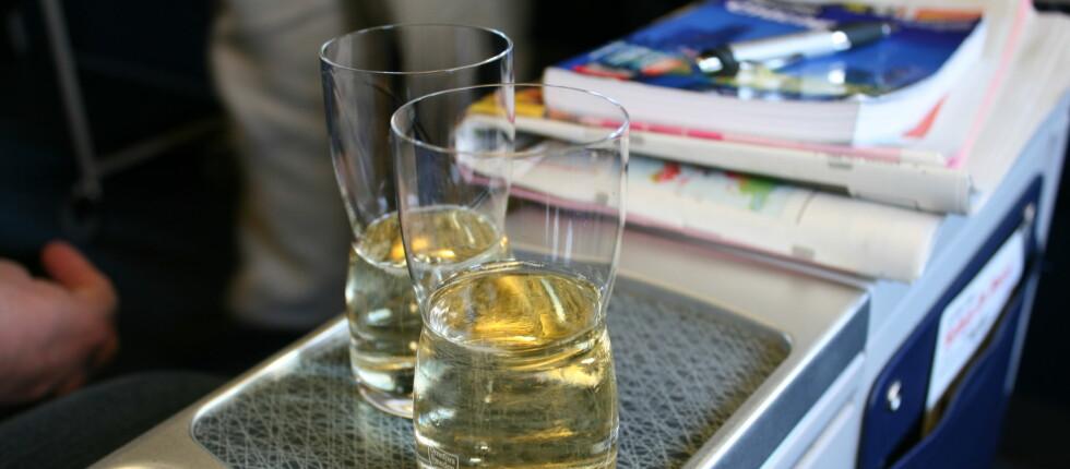 SATSER PÅ VIN FRA PLASTFLASKER: 160 tonn i vektreduksjon får SAS ved å kvitte seg med glassflaskene. Foto: Silje Ulveseth