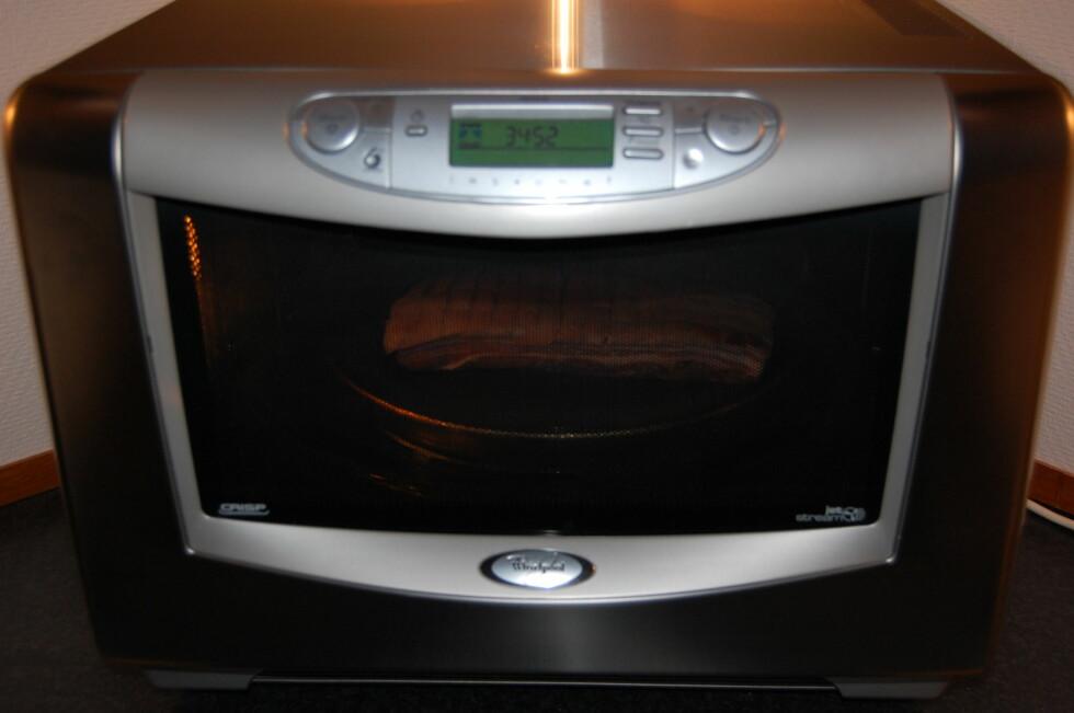 Mens mikrobølgeovnen gjør sitt, kan du fikse resten av middagen. Foto: Whirlpool