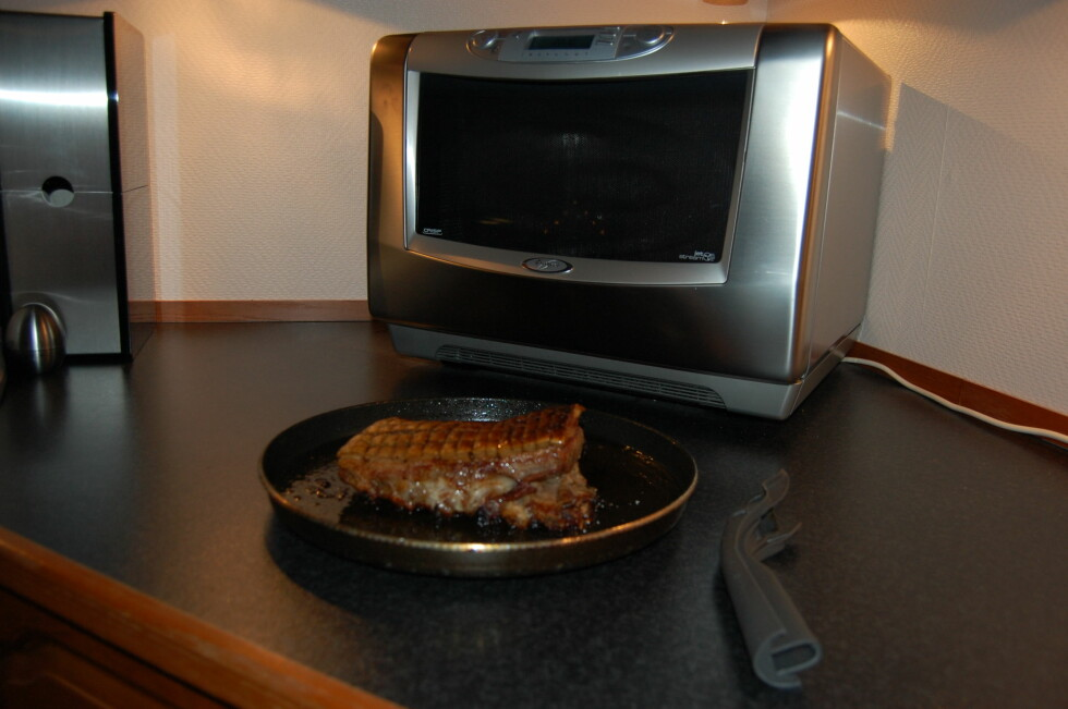 Når ovnen piper er ribba klar til servering (Tiden kan variere noe pga tykkelse, mengde fett på ribben etc. Sjekk og legg eventuelt til et par minutter ved behov). Foto: Whirlpool