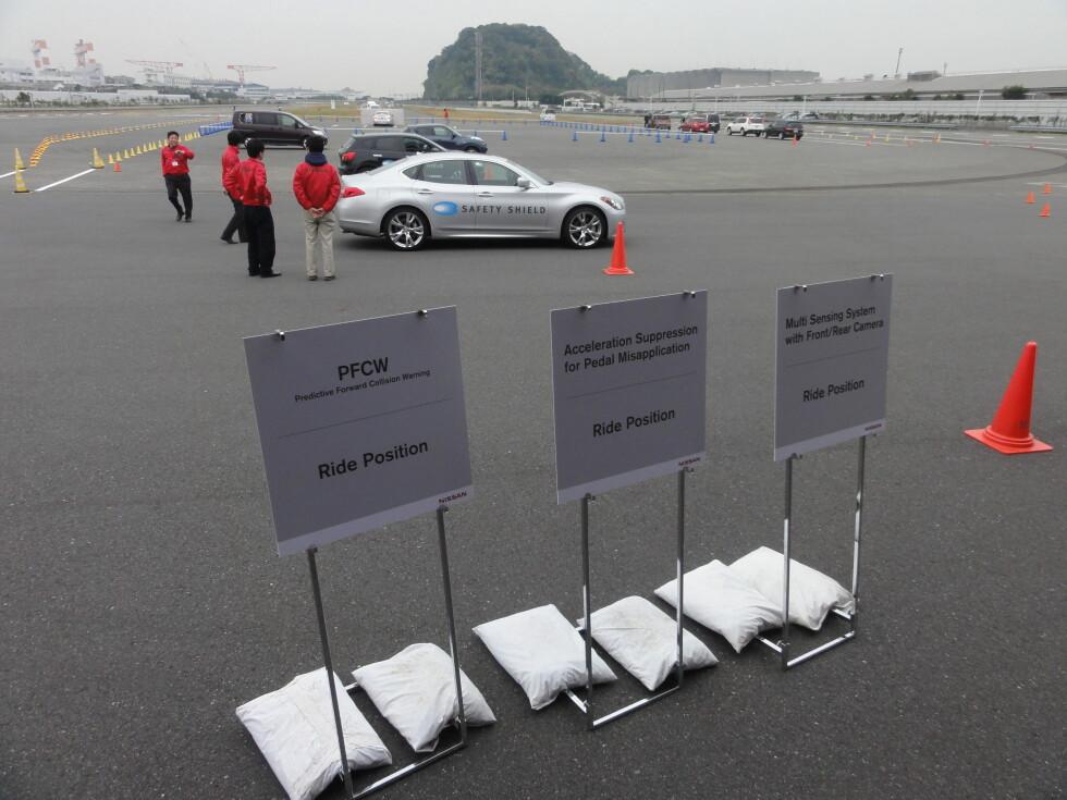 Her, på Nissans testanlegg ved Oppama-fabrikken utenfor Yokohama, fikk vi en smakebit på hva som kommer av sikkerhetssystemer. Foto: Knut Moberg