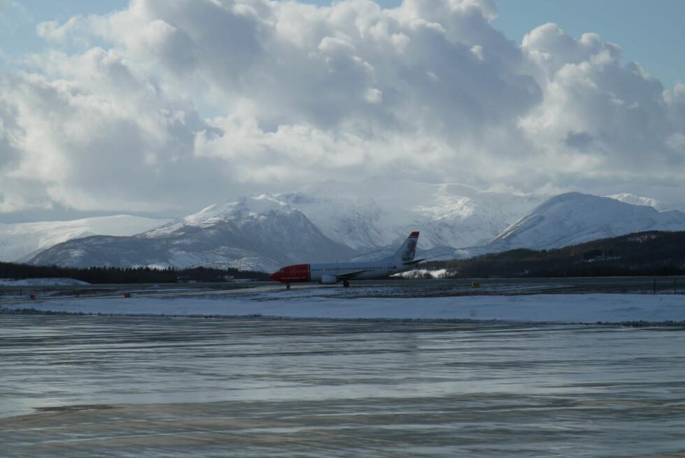 I Evenes kommune ligger en av de flyplassene hvor det er aller mest spektakulært å lande, ifølge internasjonal toppliste. Foto: Avinor