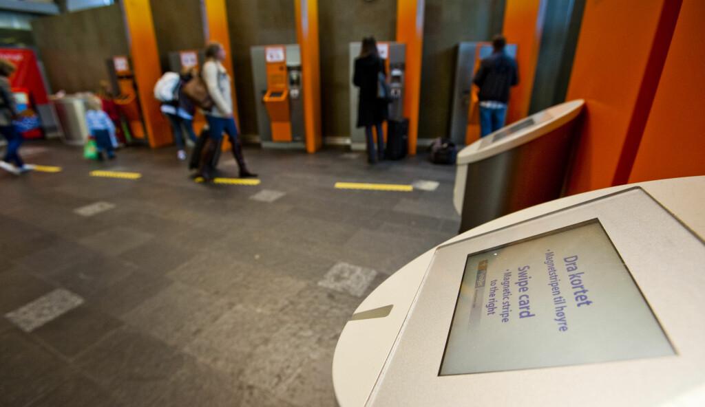 Det er lenge til det blir slutt på å dra kortet, tror IT-sjefen hos Flytoget. Foto: Per Ervland